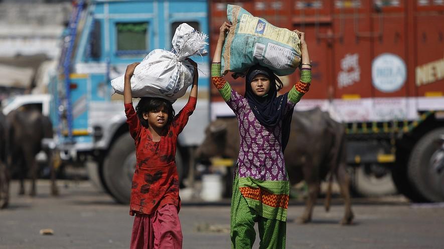 child labour in india in hindi भारतवर्ष में प्रारंभ से ही बच्चों को ईश्वर का रूप माना जाता  है। ईश्वर के बाल रूप यथा 'बाल गणेश', 'बाल गोपाल',.