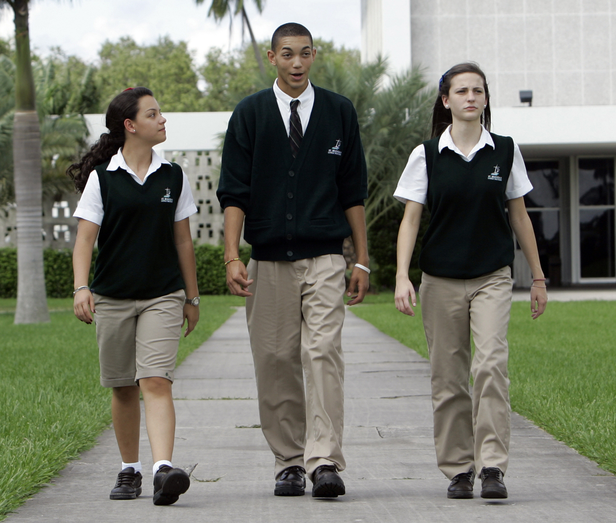 uniforms for public schools essay Argumentative persuasive education essays - the importance of uniforms in public schools.