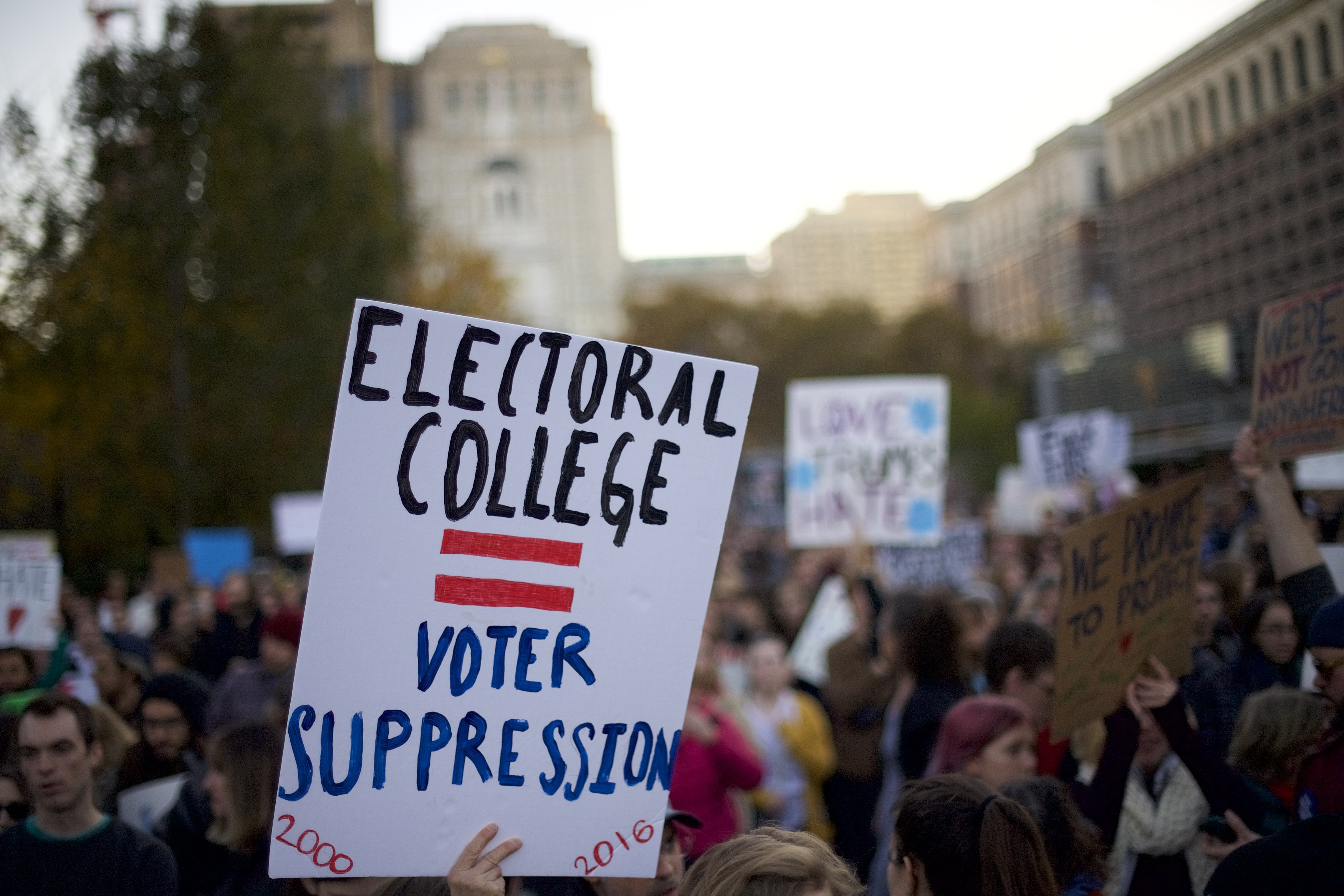 electoral college pros and cons essay electoral college essay  campaign born in strife after 230 years electoral college still creates divisions