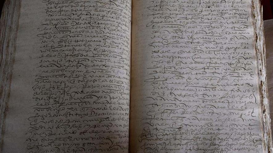 Este libro, de 4.000 páginas y 400 años de antigüedad, fue clave para ayudar a la historiadora ecuatoriana Tamara Estupiñán a desentrañar los misterios incas. Fotografía de: Jim Wyss/Miami Herald/TNS