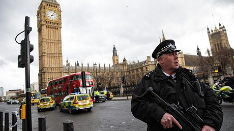 An armed police officer stands guard near Westminster Bridge and the Houses of Parliament on March 22, 2017 in London, England. A police officer was stabbed and killed near British Parliament and the alleged assailant was shot by armed police. Photo by: Jack Taylor/Getty Images