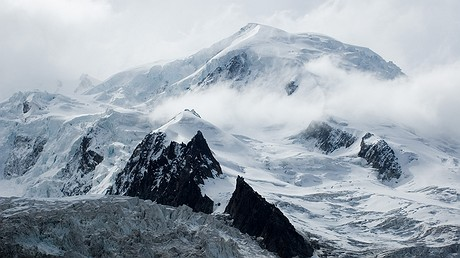 The summit of Dome du Gouter seen from the Gare des Glaciers, France. Photo: Wikimedia