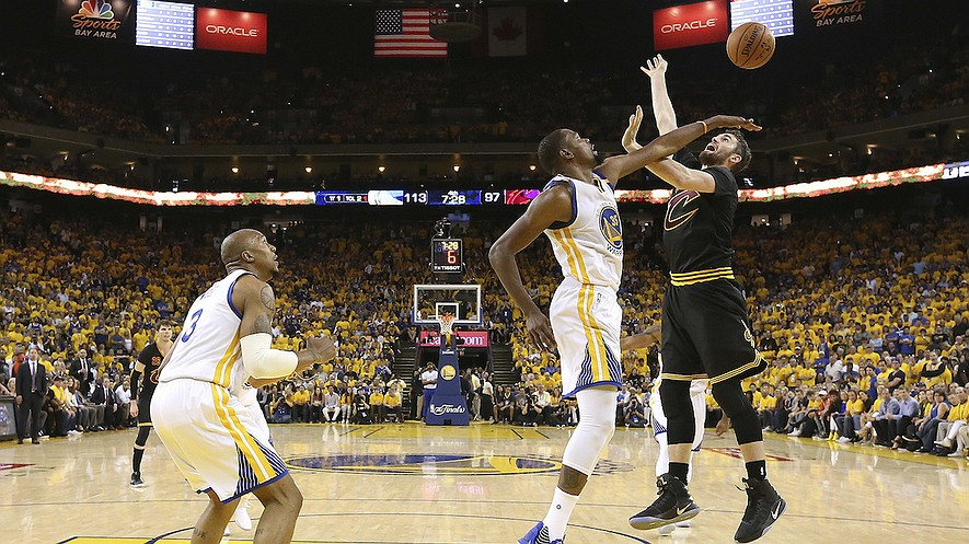 Golden State Warriors forward Kevin Durant (center) defends a shot by Cleveland Cavaliers forward Kevin Love (right) during the second half of Game 2 of basketball's NBA Finals in Oakland, California, June 4, 2017. Photo from Ezra Shaw/Pool Photo via AP