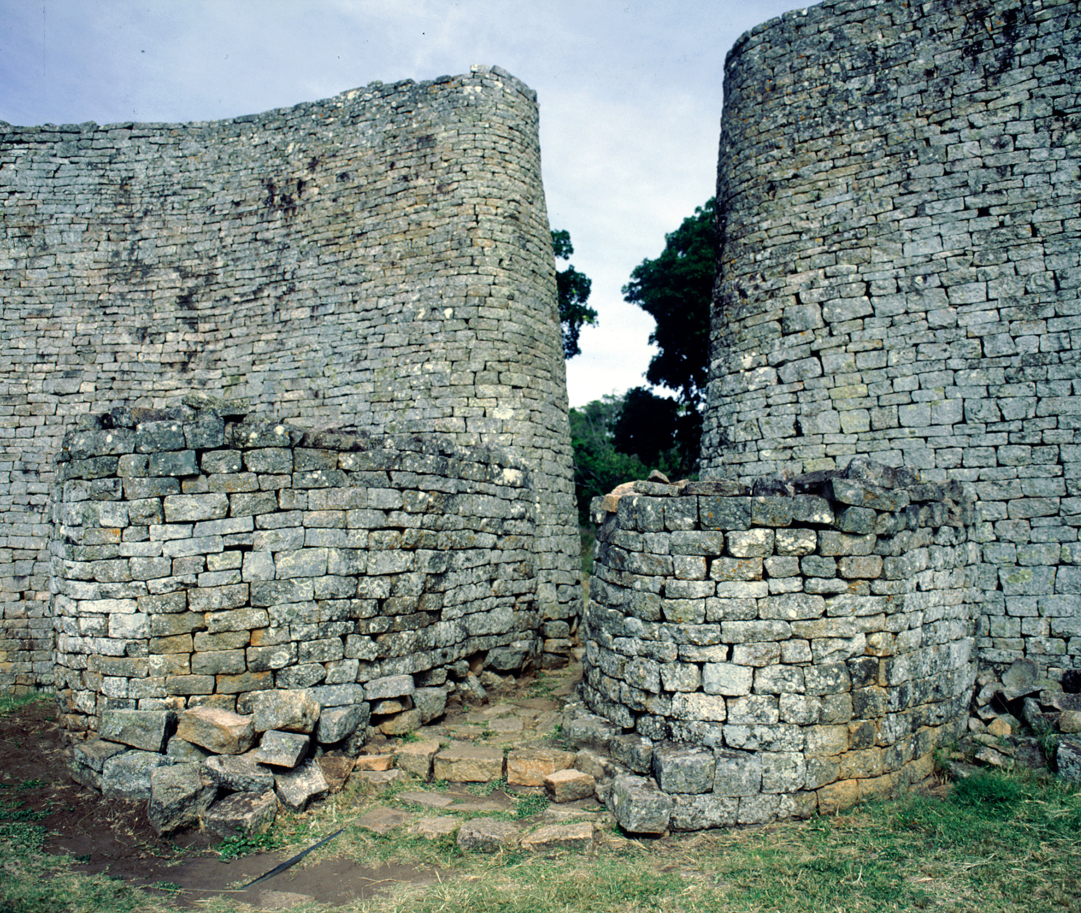 Newsela lost cities racism and ruins the plundering of great a mysterious fortress sciox Image collections
